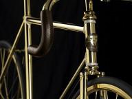 Понты, золото и ...  велосипед ?