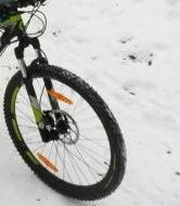 Девочка. Велосипед.Зима.