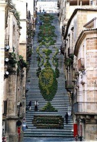 Фестиваль цветов и красивая лестница на Сицилии