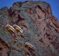 Прозрачные спальные капсулы на скале в Перу