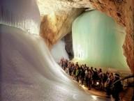 Ледяная пещера Айсризенвельт