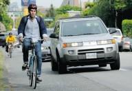 Как правильно оглядываться на велосипеде