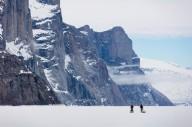 Немецкий альпинист месяц добирался до канадского фьорда