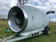Британец построил домик для отпуска в реактивном двигателе