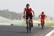 Чемпион формулы 1 купит велосипедную команду