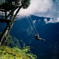 Качели на высоте 2660 метров в Эквадоре без страховки