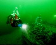 Днепропетровские дайверы  наряжают елку на глубине 9и метров