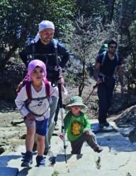 Двухлетний ребенок побывал на склонах  Аннапурны (4130м)