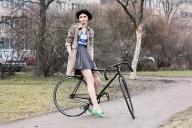 Езда на велосипеде в юбке