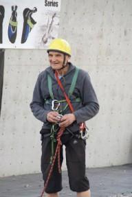 Юбилей празднует выдающийся альпинист.