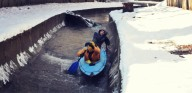 Киевляне сплавились  по зимней  Лыбеди