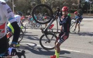 Ураганный ветер прервал велогонку в Испании