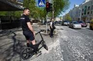 Мэр Киева  ездит на работу на велосипеде