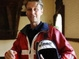Три парашютиста впервые прыгнули с самолета над Эверестом