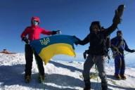 Семейная пара мечтает подняться на все высочайшие горы