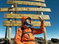 88-летний американец поднялся на вершину Килиманджаро