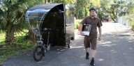 Курьеров UPS пересадили на трехколесные электробайки