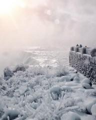 Ниагара превратилась в ледяное королевство