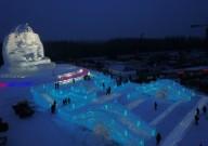 Цветной город изо льда и снега появился в Китае