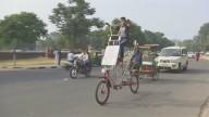 Велосипед высотой со слона построил энтузиаст в Индии