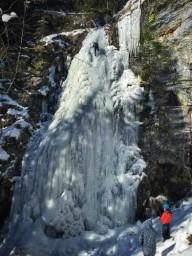 Ледолазание на Ялинском водопаде в Карпатах