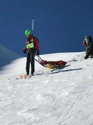 Горнолыжник выжил проведя 4 часа под лавиной