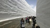 Снежные стены открылись для туристов в Японии