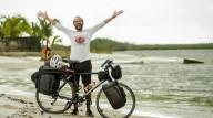 Египтянин на велосипеде едет на ЧМ-2018 в Москву
