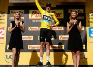Хотят убрать девушек с подиума Тур де Франс
