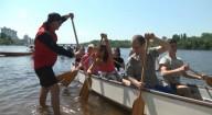 В Киеве устроили массовый заплыв на экзотических лодках