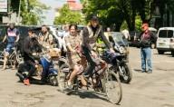 В Киеве прошел весенний ретро-парад на велосипедах
