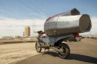 Мастер превратил свой мотоцикл в двухколесный мобильный дом