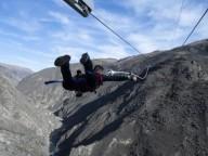 В Новой Зеландии туристов запускают с гигантской катапульты