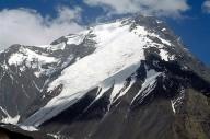 Афганской женщина поднялась на вершину горы Ношак