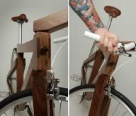 Деревянный велосипед из черного ореха