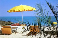 На пляжах Апулии запретили использовать пластиковую посуду