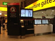 В аэропорту Хитроу можно не доставать жидкости для досмотра